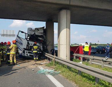 Śmiertelny wypadek na warszawskim odcinku S8. Kierowca tira uderzył w...