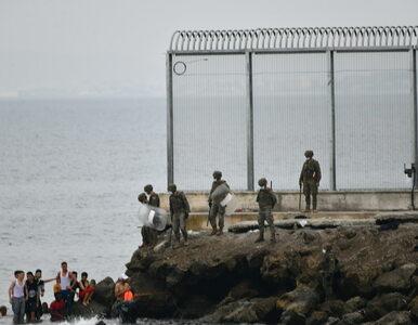 6 tys. migrantów dotarło do hiszpańskiej enklawy. Rząd wysyła wojsko