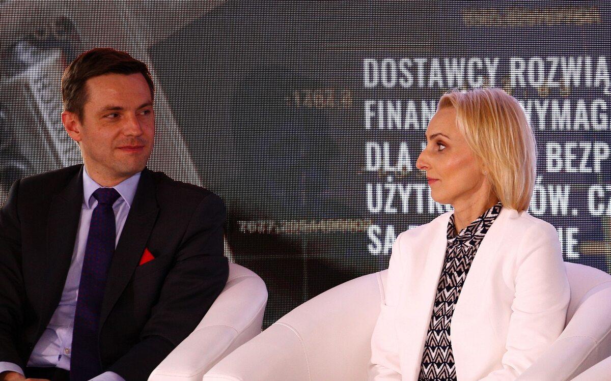 Adrian Kurowski, dyrektor Visa w Polsce i Joanna Seklecka, prezes Zarządu eService
