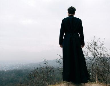 """Włoscy księża umierają, pocieszając chorych na koronawirusa. """"Płacą..."""