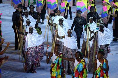 Na otwarciu Igrzysk jak na pokazie mody. Tongijczyk błysnął, inni nie...
