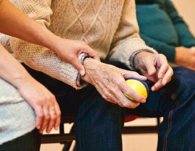 Światowy Dzień Choroby Parkinsona. Jak objawia się choroba?