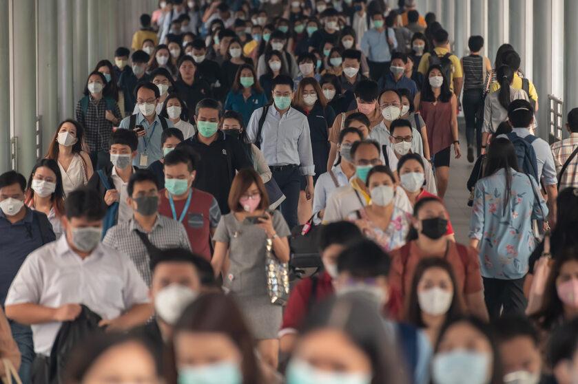 Tłum w maskach - ilustracja