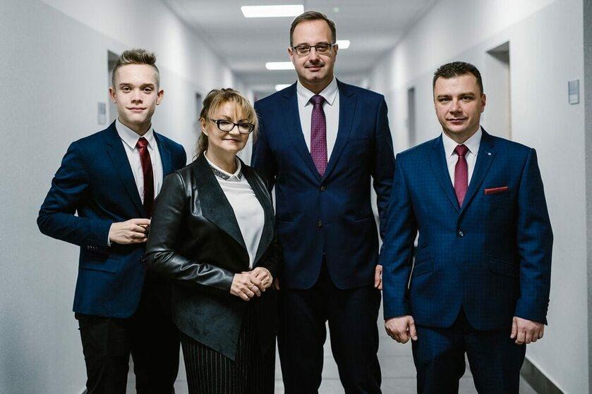 Prezydent Zawiercia (w środku) ze swoimi współpracownikami