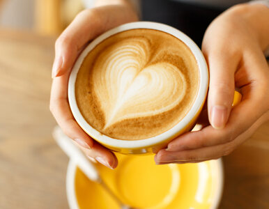 """Warszawska kawiarnia oferuje """"małą czarną"""" z kobiecym mlekiem. Na..."""