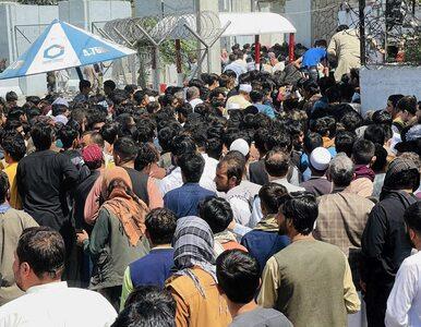 Polscy współpracownicy koczują na lotnisku w Kabulu. Onet: Tylko 10 z 50...