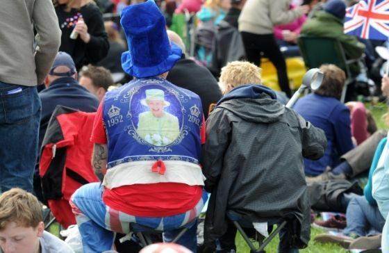 Z królową na plecach (fot. TOBIAS HASE/EPA/PAP)