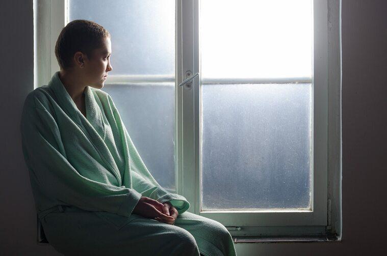 Kobieta w trakcie chemioterapii
