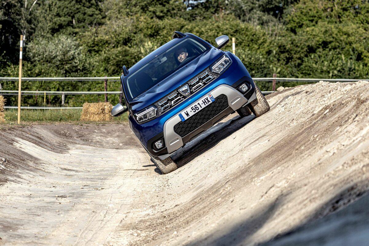 Trzy ważne auta dla Polaków: Dacia Duster, Kia Sportage i Opel Astra