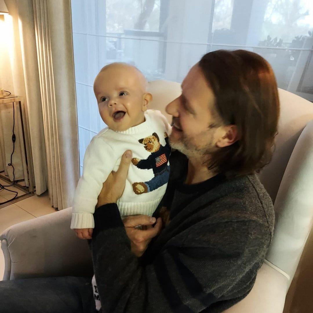 Radosław Majdan z synem Heniem