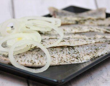 Śledź – popularna ryba na polskich stołach. Sprawdź, czy warto po nią...