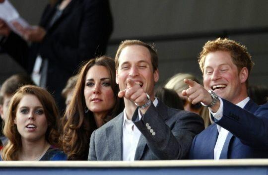 Dobrze bawili się także członkowie rodziny królewskiej (PAP/EPA)