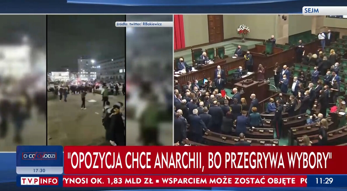 Pasek TVP Info opisujący posiedzenie Sejmu