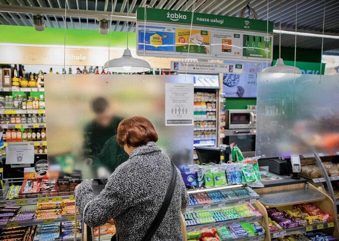 Żabka jako pierwsza zsieci sklepów zaczęła dystrybucję środków dezynfekujących orazrękawiczek ochronnych dlafranczyzobiorców orazpracowników sklepów