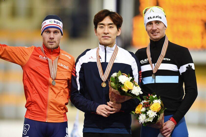 Lee Seung-hoon (w środku)