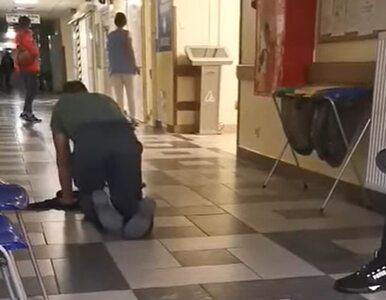 Płock. Pacjent wychodził ze szpitala na czworaka, miotając przekleństwa....
