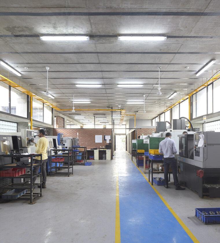 Fabryka gotowa na powódź Fabryka gotowa na powódź zbudowana w Bombaju