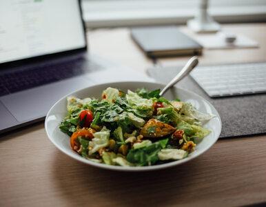 Otyłość w biurach. Firmy zaczynają zatrudniać dietetyków