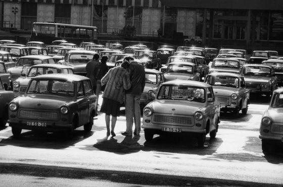 Harald Hauswald. Berlin, Marx-Engels-Platz (obecnie pl. Zamkowy) przed MSZ NRD, 1984 cykl Codzienność  (mat. pras.)