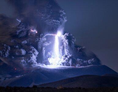 Spektakularne zdjęcie wulkanu. Fotograf uchwycił rzadki fenomen