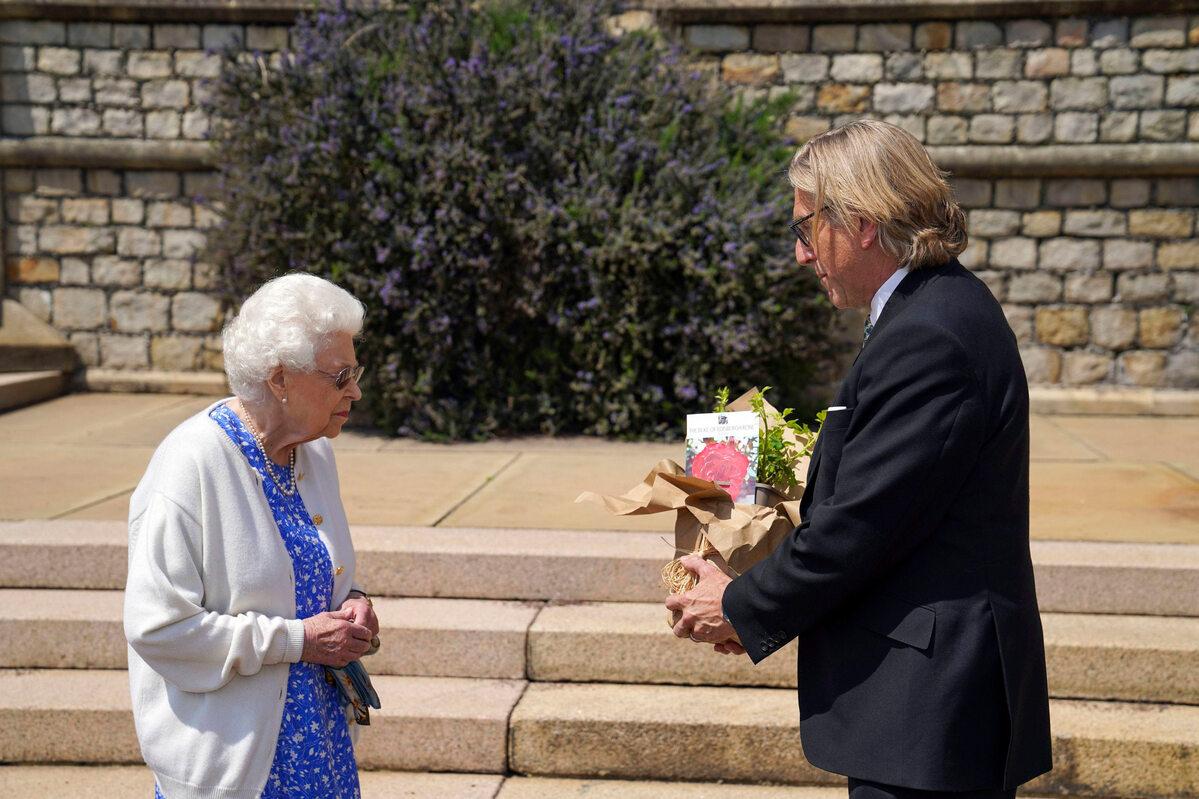 Królowa Elżbieta IIodebrała wzruszający prezent. Upamiętnia jej zmarłego męża