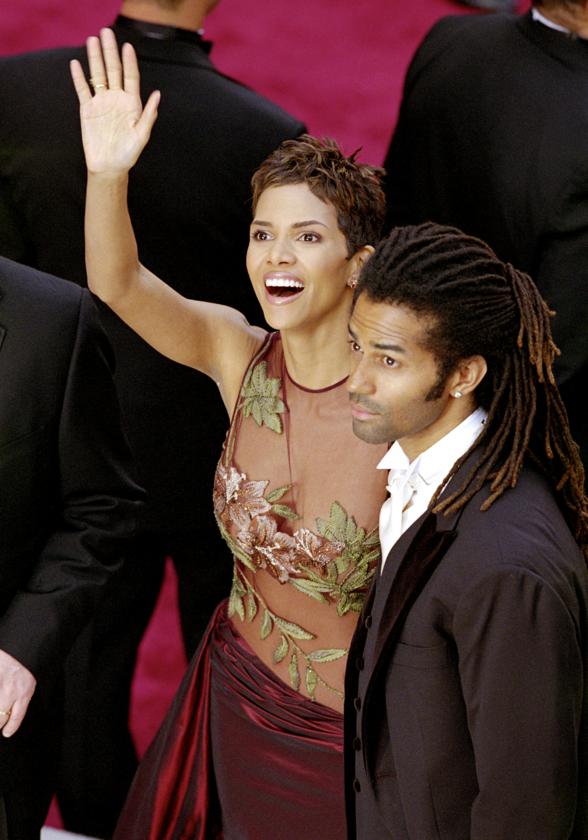 Halle Berry i jej ówczesny mąż Eric Benet podczas 74. ceremonii rozdania Oscarów w 2002 roku
