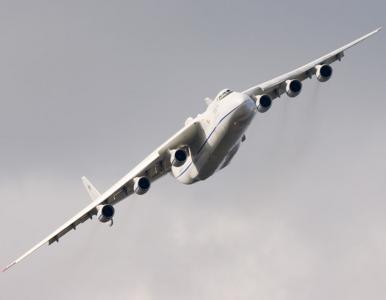 W Warszawie wyląduje największy samolot świata. Przywiezie sprzęt medyczny
