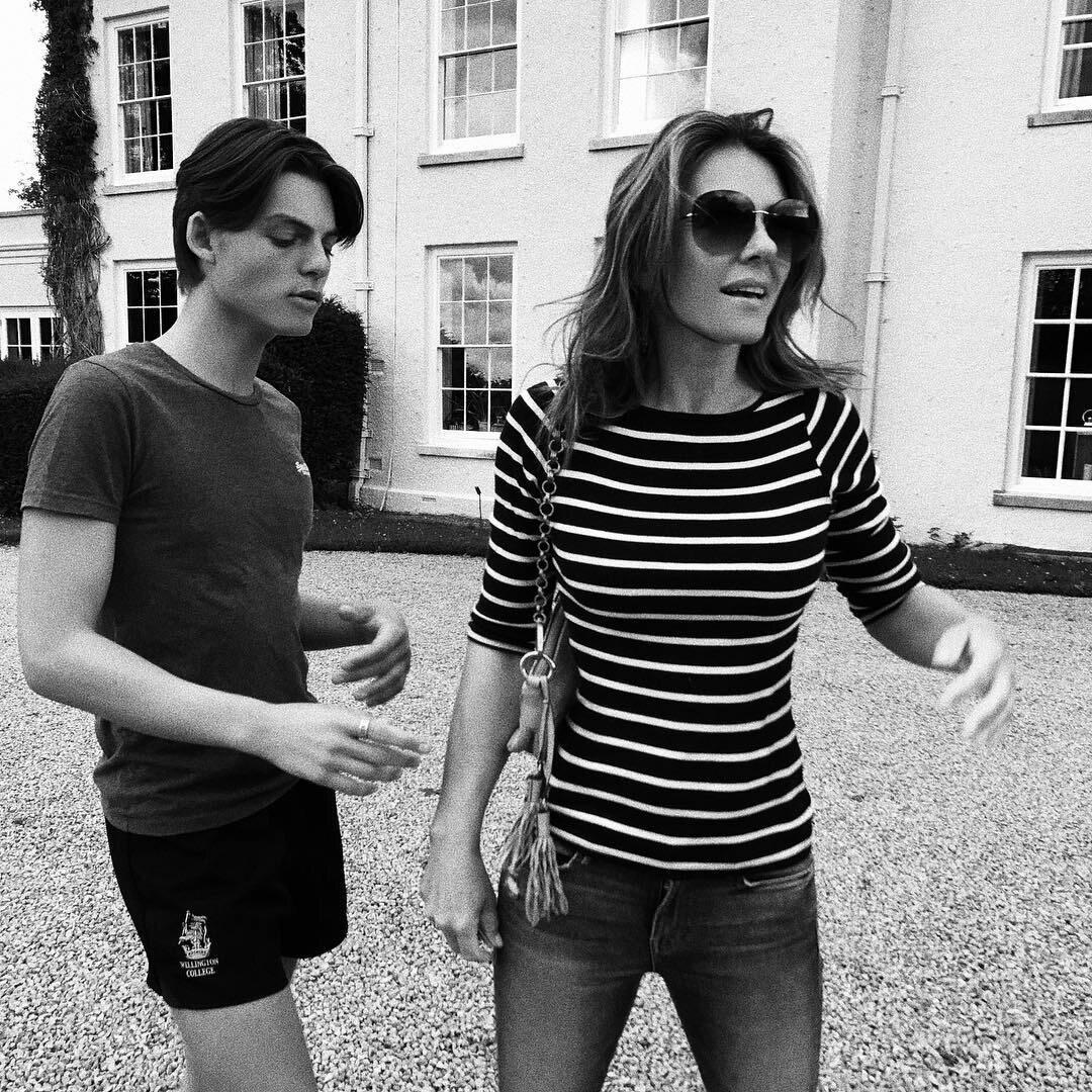 Damian Hurley z mamą Elizabeth Hurley