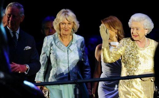 Królowa, książę Karol i księżna Camilla (fot. PAP/EPA)