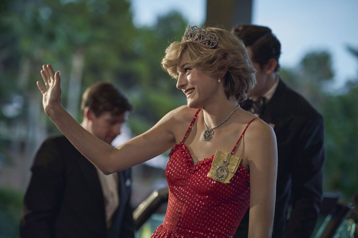 """The Crown"". Emma Corrin jako Diana Spencer"