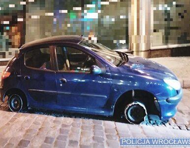 Wrocław. 33-latek wjechał na rynek samochodem bez dwóch opon