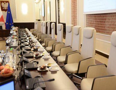 Kancelaria Premiera wydała 100 tys. zł na nowe fotele. Jednak do...