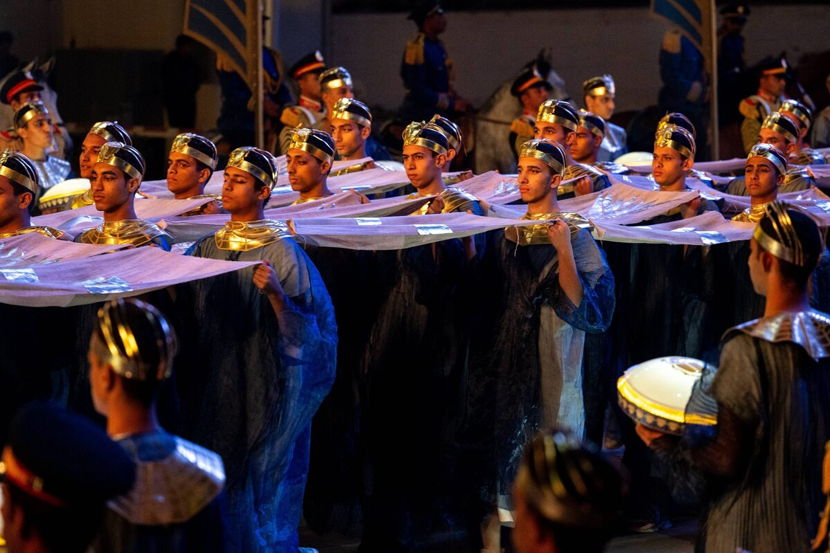 Przeprowadzenie mumii faraonów w Kairze