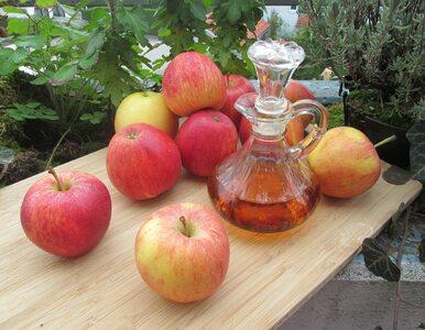 Przygotowanie octu jabłkowego nie wymaga umiejętności, a cierpliwości....