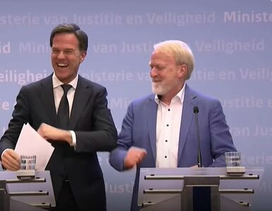 Premier Holandii na konferencji odradzał podawania ręki. Na koniec......