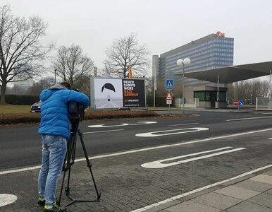Polacy walczą z ZDF. Billboard przypominający o niemieckich obozach...