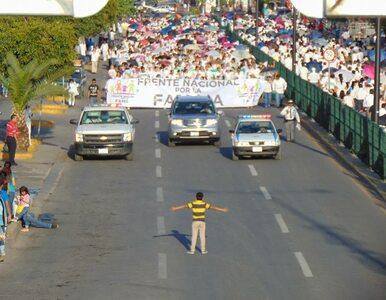 """12-latek stanął naprzeciw 11-tysięcznego marszu, ponieważ """"nienawidzi..."""