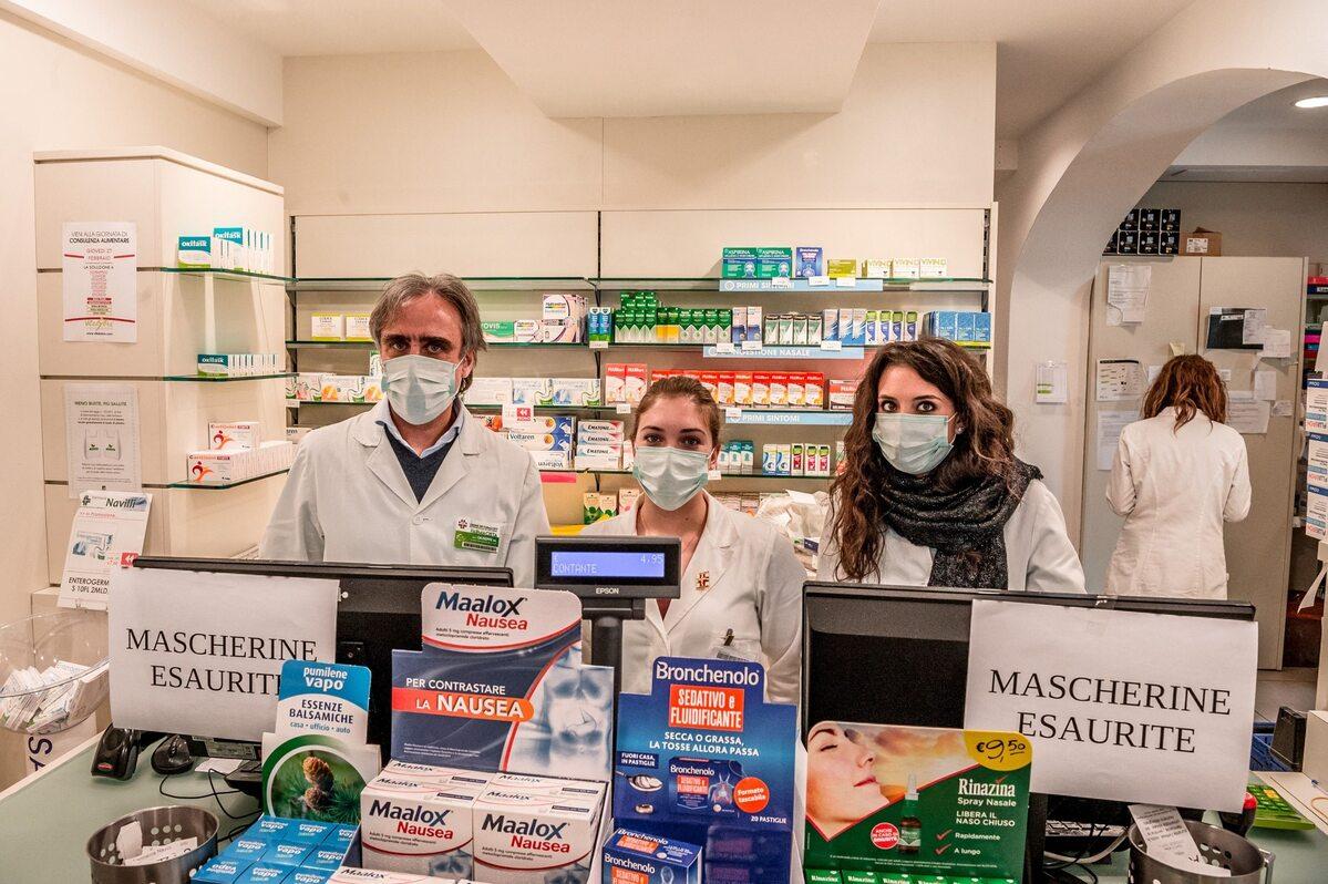 Personel apteki w Codogno