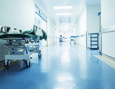 Zamknięta izba przyjęć w szpitalu na Banacha w Warszawie. Koronawirus u...