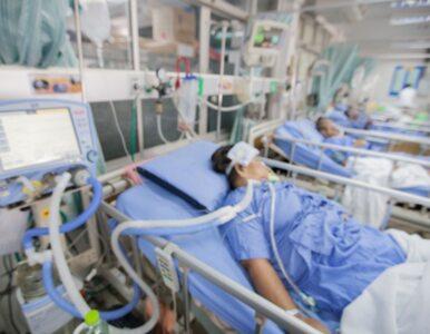 Niemal tysiąc zajętych respiratorów, więcej pacjentów w szpitalach. Są...