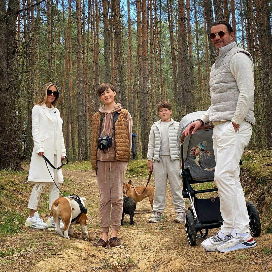 Małgorzata Rozenek-Majdan z mężem i synami