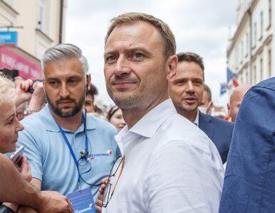 Dziennikarz kopnął członka sztabu Trzaskowskiego? TVP zaprzecza słowom...