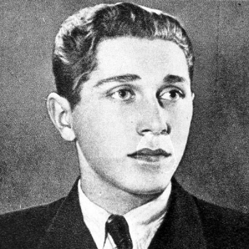 Który z poniższych poetów czasu wojny, przeżył Powstanie Warszawskie?