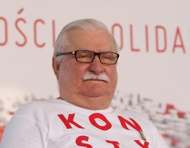 """Uszkodzona szyba w biurze Lecha Wałęsy. """"Poranek z kamieniem"""""""