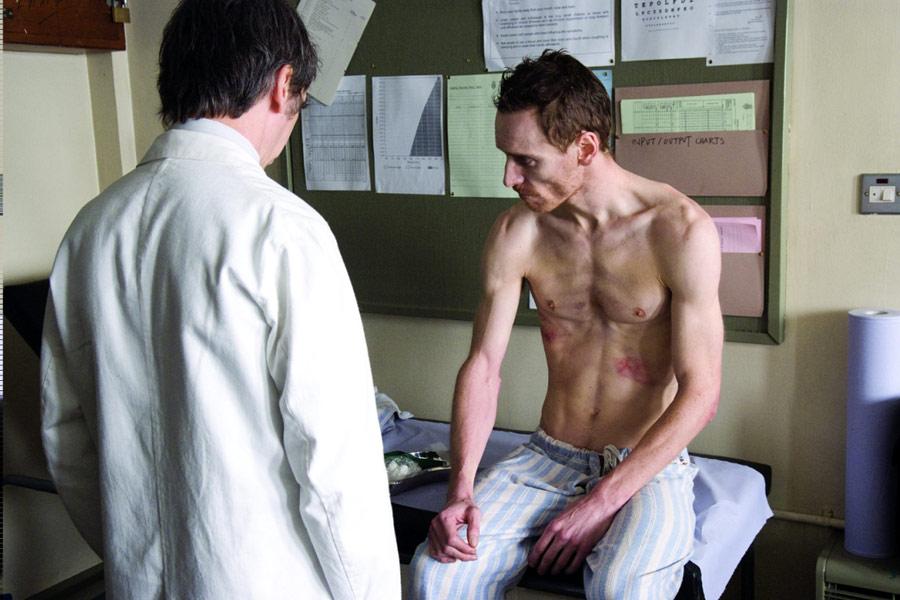 "Michael Fassbender w filmie ""Głód"" (2008)"