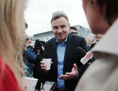 Duda w Krakowie. Spotkał się z pielęgniarkami i złożył kwiaty na Wawelu