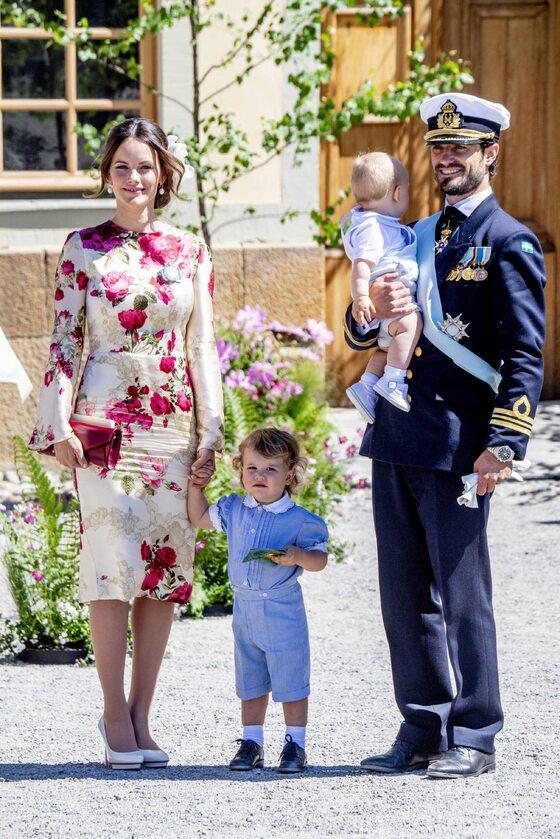 Książę Karol Filip z żoną i dziećmi