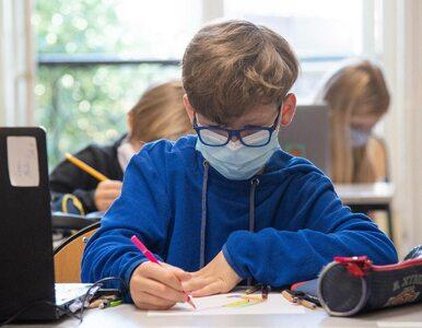 """Nowy pomysł na czas epidemii – """"bańki szkolne"""". Nauczyciel byłby..."""