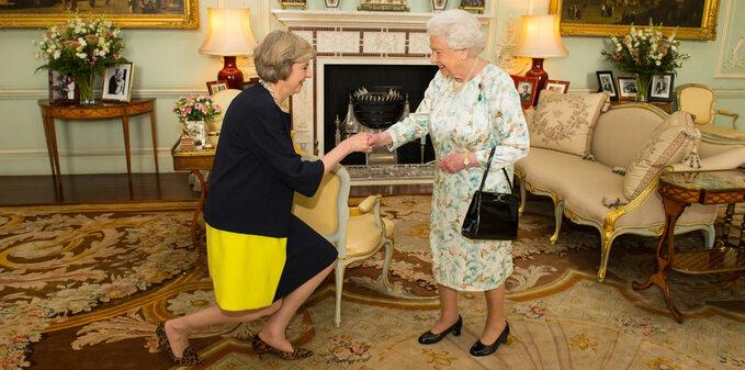 Theresa May ikrólowa Elżbieta II
