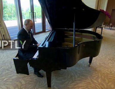 Czekając na prezydenta Chin, Władimir Putin zagrał na fortepianie